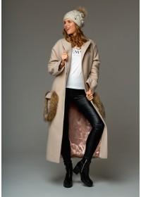 "Пальто ""Chic fashion"" с меховыми карманами енота бежевое"